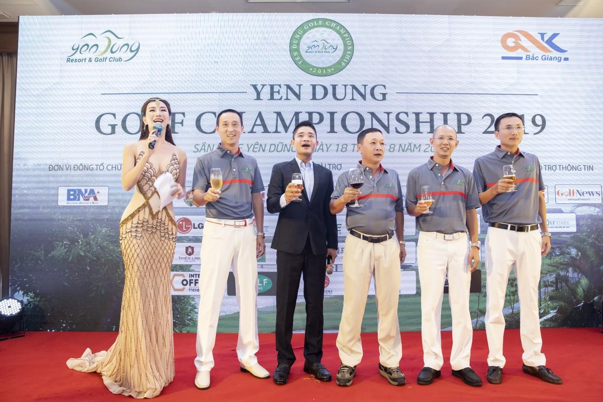 Á hoàng Golf Queen Hải Anh đồng hành cùng sự kiện ý nghĩa của sân Golf Yên Dũng