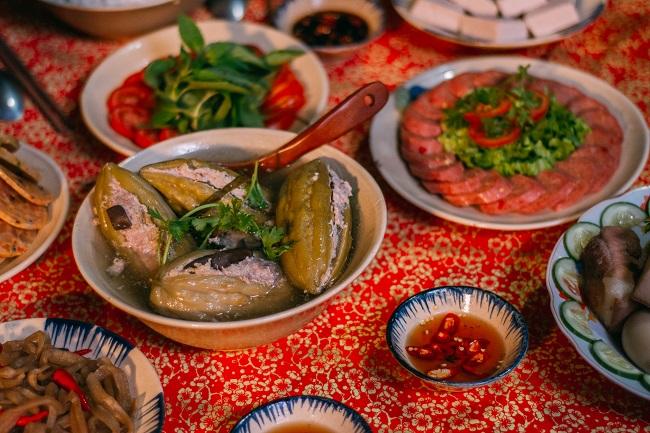 Gia đình Hứa Minh Đạt – Lâm Vỹ Dạ đón tết ở Tết Nay Ăn Gì và những điều chưa kể