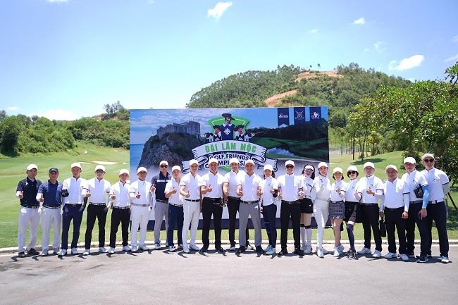 Á Hoàng Golf Queen Nguyễn Hải Anh trong thời tiết nắng nóng vẫn ẵm cup vô địch