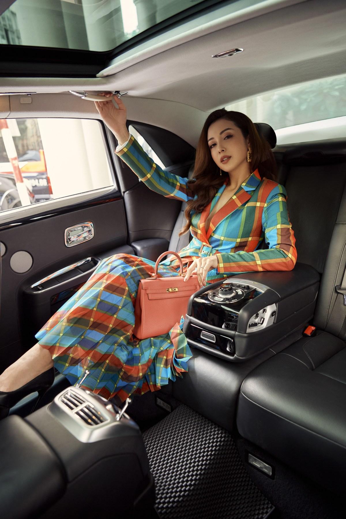 Nhà mode Neva bắt tay cùng Jennifer Phạm tôn vinh phái đẹp với những thiết kế táo bạo không tưởng