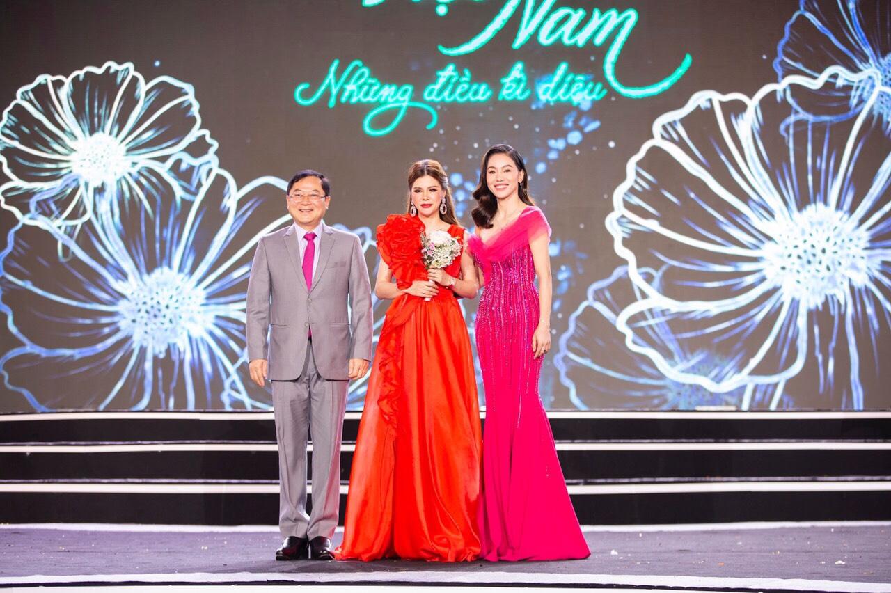 Nhà tài trợ thời trang NEVA sẽ giúp thí sinh tỏa sáng trong đêm thi Hoa hậu Thời trang